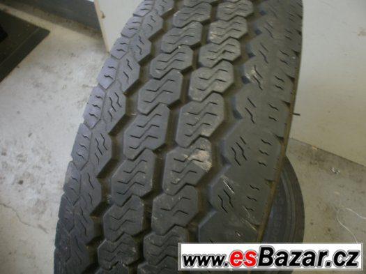 Prodám 2 x zimní pneu 215/75 -16 C