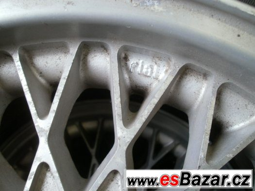 Prodám retro alu kola Alfa Romeo,Lancia s pneu