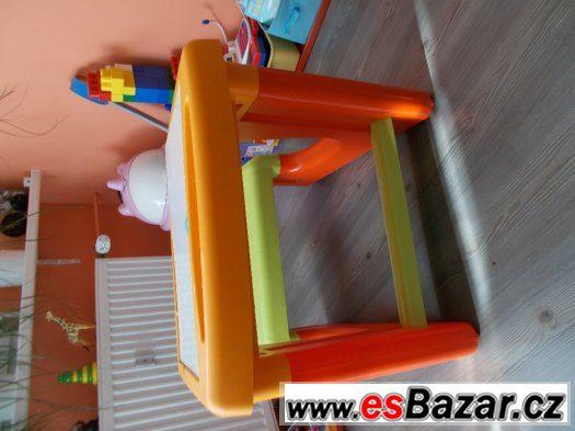 Smoby Plastový dětský stoleček Smoby s tabulí