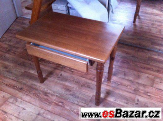 Psací stůl z dětského pokoje