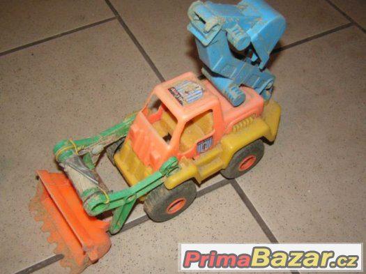 Hračky, auta, formičky na písek, do pískoviště.