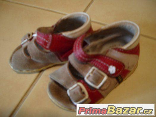Prodám dívčí sandálky růžové barvy vel.19