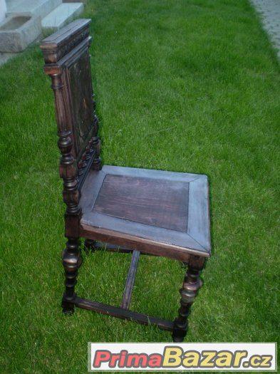 Starodávná židle