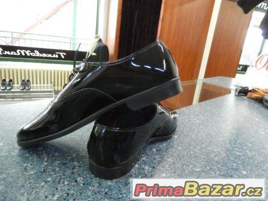 Prodám pro kluka černé společenské boty, střevíce lakované,