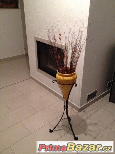 Váza keramická v kovovém podstavci