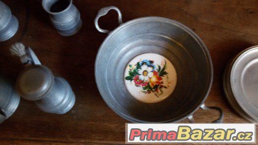 Cínové cínovou sada nádobí určená k dekoraci