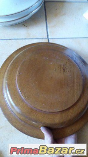 Dřevěný talíř zdobený
