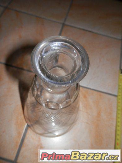 Stará zdobená skleněná broušená dóza na parfém