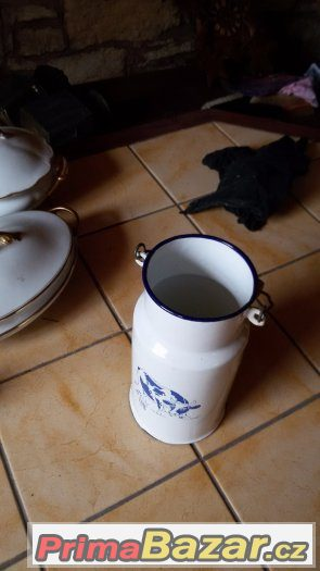 Smaltová bandaska na mléko z Holandska