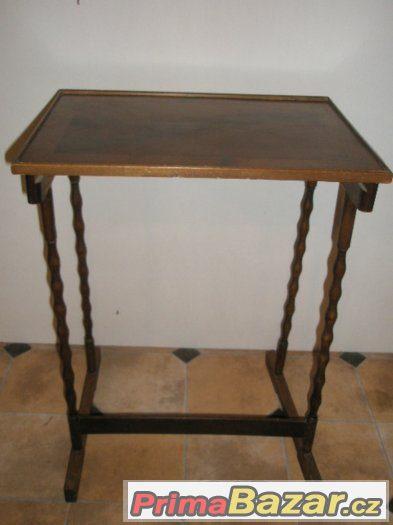 Starý dřevěný stolek