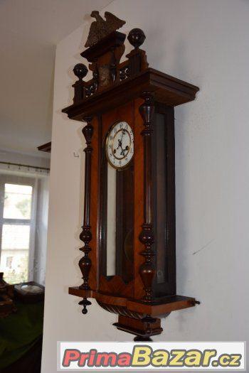 Starožitné řezbované hodiny Junghans s orlicí 1910
