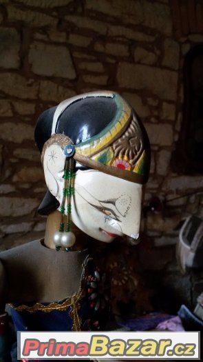 Velice stará a na svůj věk zachovalá loutka z indonesie