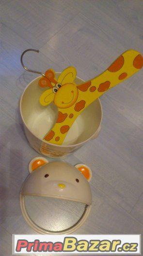 Odkládací popelnička-medvídek+ramínko-žirafka