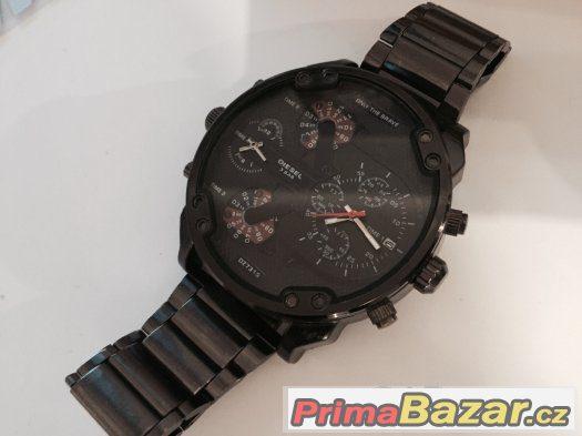 Prodám úplně nové pánské hodinky DIESEL. Mohutné s kvalitního materiálu.  Odolné vůči vodě. Rozbalené jen pro vyfocení. 74ea299df4d