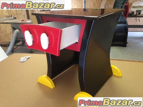 Dětský noční stoleček Mickey Mouse.