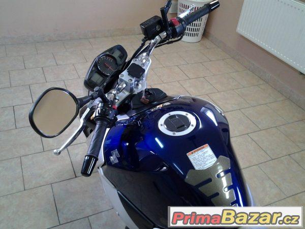 Suzuki GXR 600