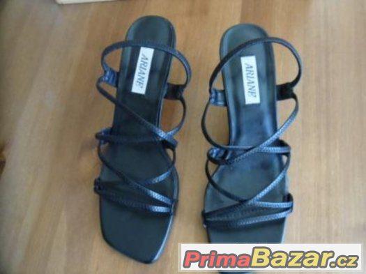 Páskové sandále
