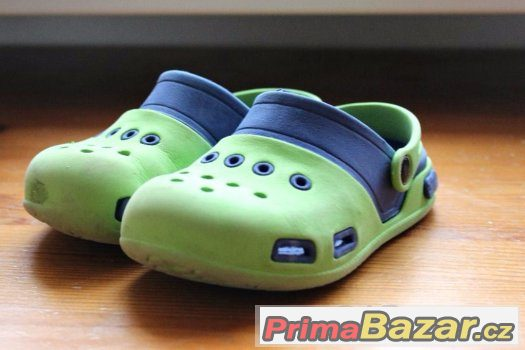 Gumové sandále typu crocs.Velikost 28.