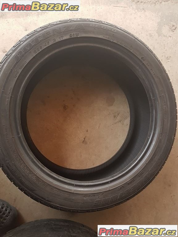 1x Bridgestone Potenza RE050 225/45 r17