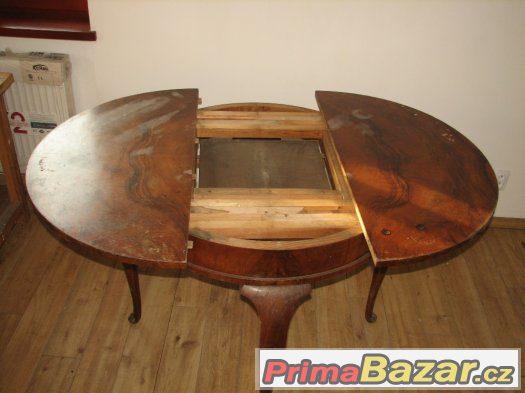 Kulatý rozkládací stůl