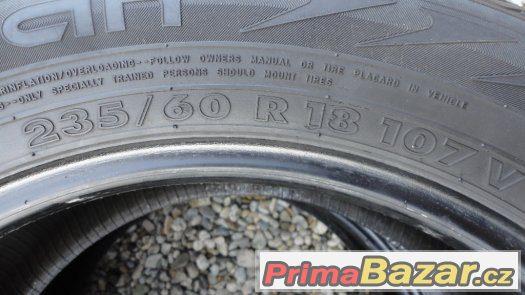 2x zimní pneumatiky Nokian 235/60/R18 107V