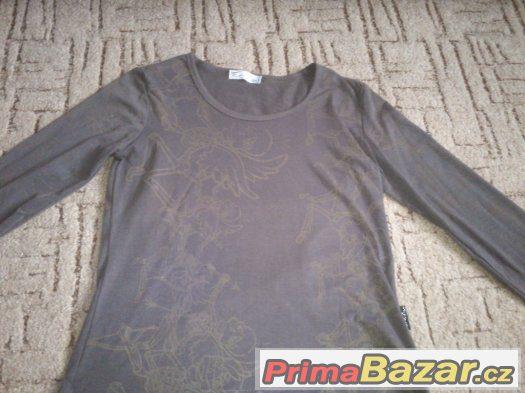 Hnědé tričko s dlouhým rukávem
