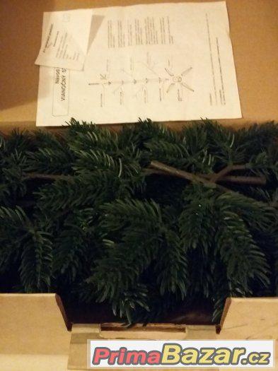 retro plastovy stromek
