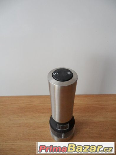 Elektrický mlýnek na sůl/pepř i jiné koření