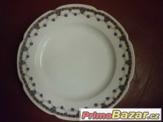 Krásný velký starožitný talíř s květy