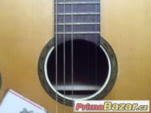 pěkná starší Kytara španělka