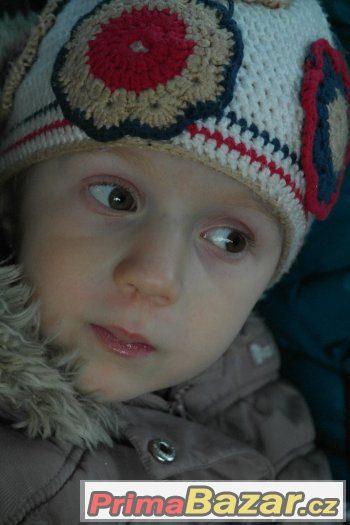 krásná háčkovaná čepice - holka 2-3 roky