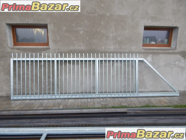 Posuvná samonosná brána