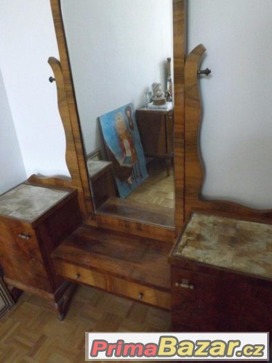 Toaletní stolek se zrcadlem a taburetem 1920-1930