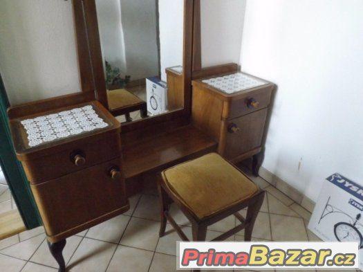 Toaletní stolek 1920-1930 s taburetem + 2 noční stolky