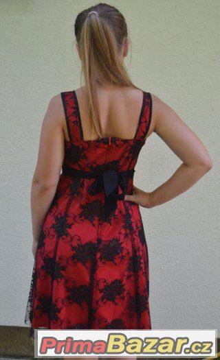 Ďábelské plesové šaty