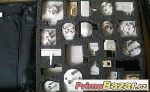 Sada cestovních adaptérů pro elektriku a telefoní přípojku