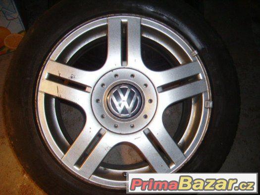 Al kola VW Passat 16