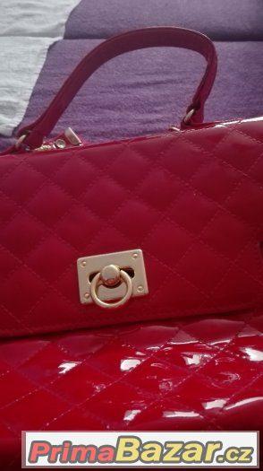 Cervena kabelka