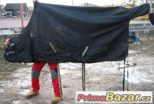 Prodám 2 deky na koně 145 a 165cm