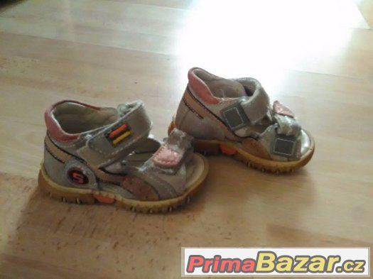 Prodám dívčí boty
