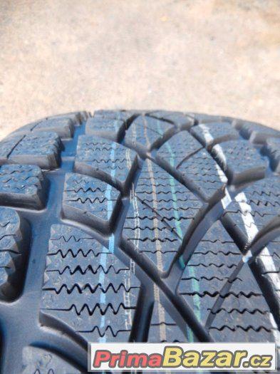 2x nové zimní Dunlop SP WinterSport 3D 235/40/18 95W