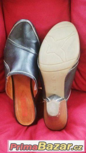 Pantofle Pikolionos