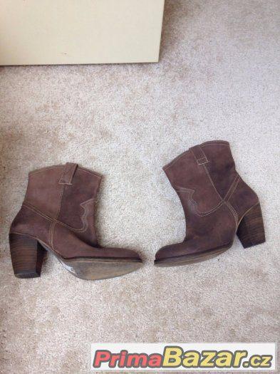 Kotníkové kožené boty v kovbojském stylu