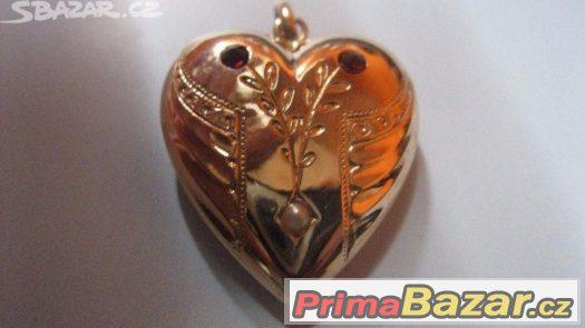 Luxusni zlate Biedermeier srdicko s ceske granaty a perlou v
