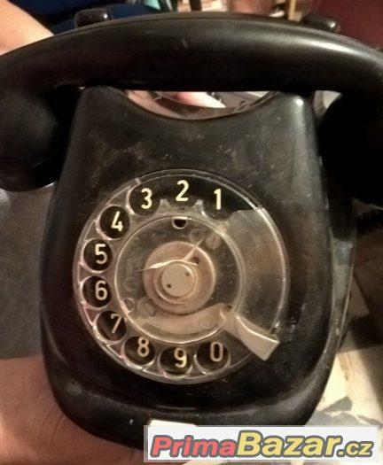 Retro telefon starožitnost