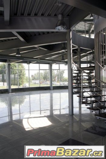 Novostavba autosalon - showroom (2 250 m2) a pozemkem, Uhers
