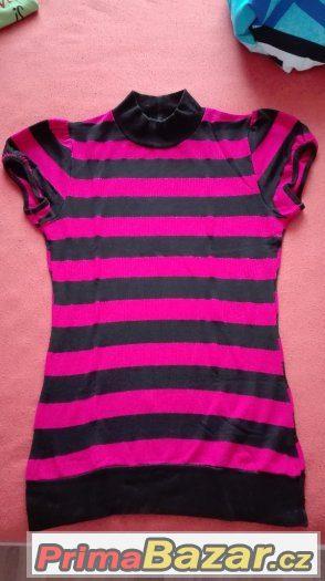 be1e2cb72ea2 Tričko růžovo černé s krátkým rukávem ve velikosti M. Cena je 50
