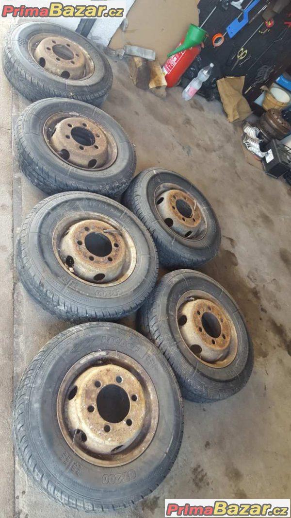 6x zánovní pneu s diskem
