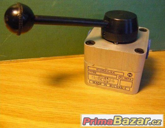 Rozvaděč pneumatický ruční 4/2 RP- 8R (3/8) Al