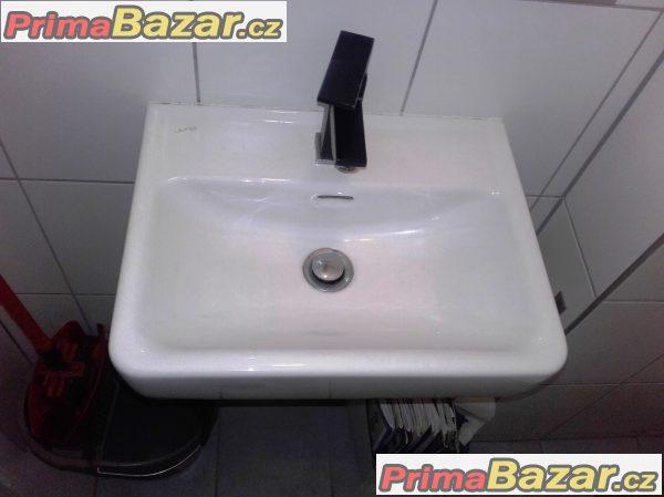 Malá umyvadla na toaletu